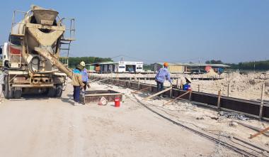 REBAR WORK & PUMPING CONCRETE FOR GROUND BEAM AT KINGWOOD