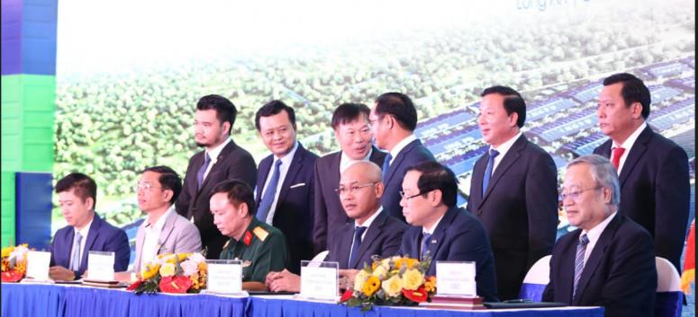 CBC Construction - Thủ tướng Nguyễn Xuân Phúc tham dự Lễ Khánh thành Khu Công Nghiệp Cầu cảng IMG Phước Đông - Long An